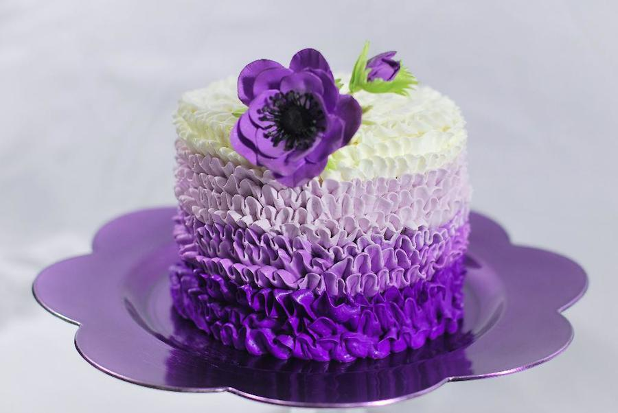 Cake decoration with buttercream